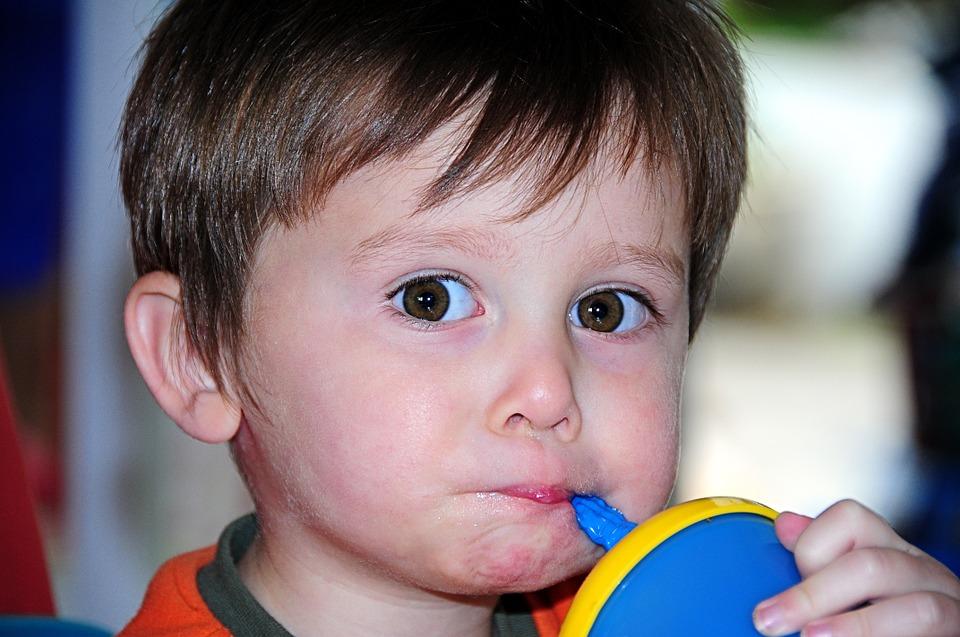Woda dla niemowlaka - jej ogromne znaczenie w życiu małego dziecka